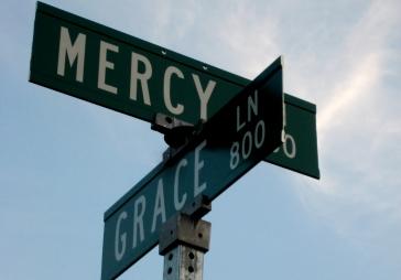 mercy grae sign