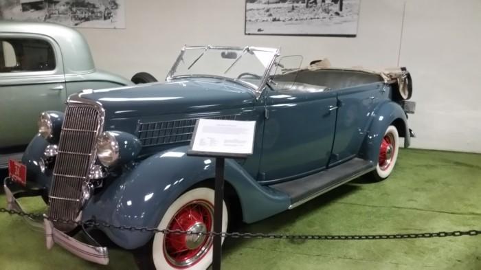 1935 Ford V-8 Phaeton (Medium)