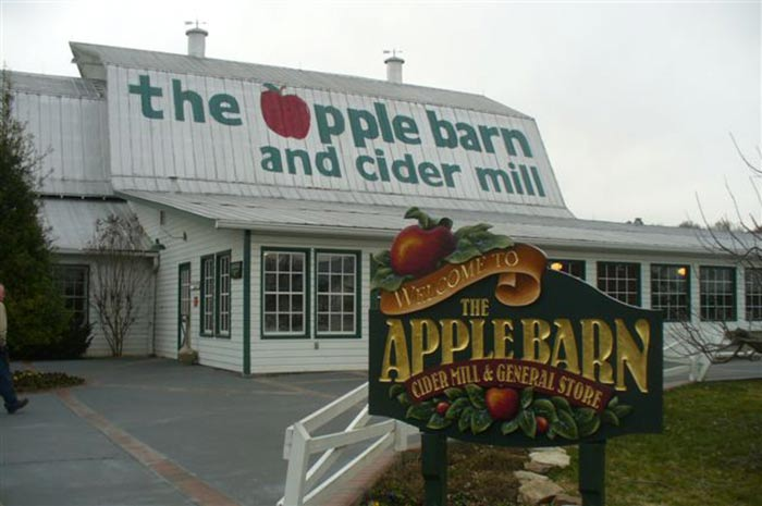 the-apple-barn-with-sign